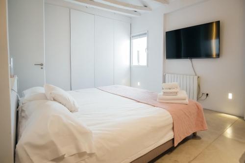 Ein Bett oder Betten in einem Zimmer der Unterkunft Chueca Apartment - 2BR 2BT