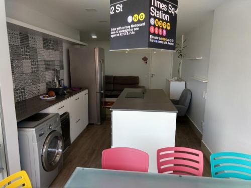 A kitchen or kitchenette at Apto Golden Gate