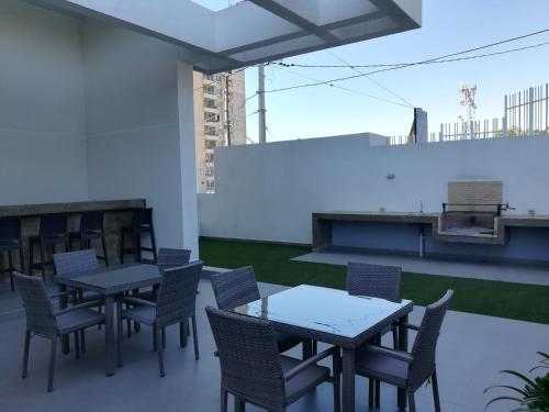 Un restaurante o sitio para comer en Departamento nuevo. Maravillosa vista al mar. En Bosques de Montemar