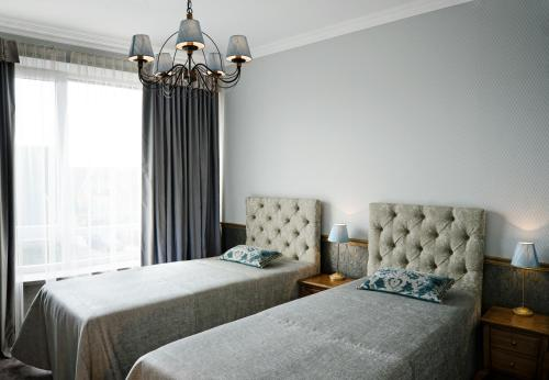 A bed or beds in a room at Ursula Royal Apartments