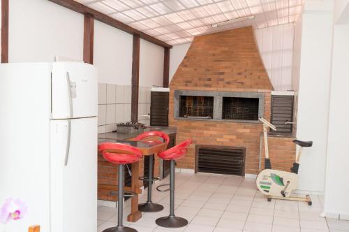 A kitchen or kitchenette at Residencial Larissa Elena