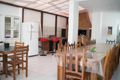 A restaurant or other place to eat at Residencial Larissa Elena