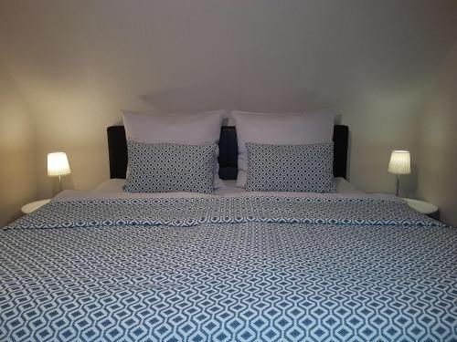 Ein Bett oder Betten in einem Zimmer der Unterkunft Ferienwohnung Einzigartig