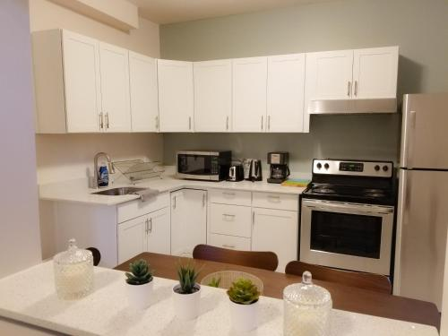 A kitchen or kitchenette at JstLikeHome - Downtown Suites