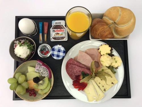 Breakfast options available to guests at 5min City Zentral - Wohnen am Werdersee Neustadt