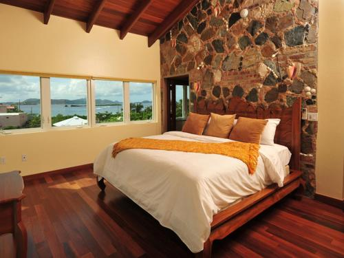 A bed or beds in a room at Sea Shore Allure
