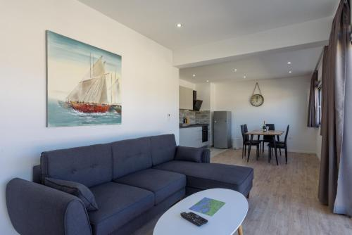 A seating area at Apartman Litus