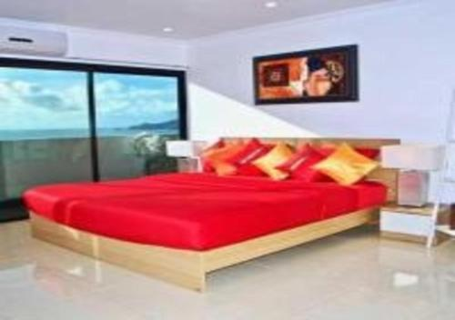 A bed or beds in a room at Patong Tower 1-Bedroom Apartment Full Sea View
