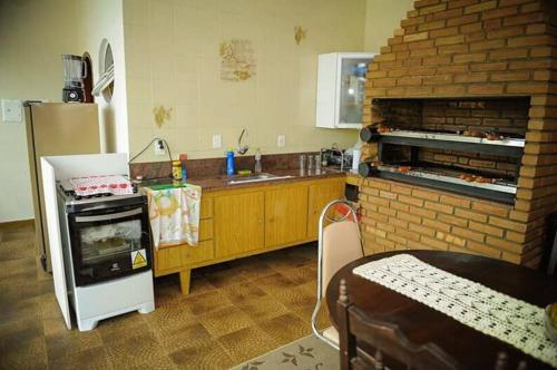 A kitchen or kitchenette at Residencial Aconchego
