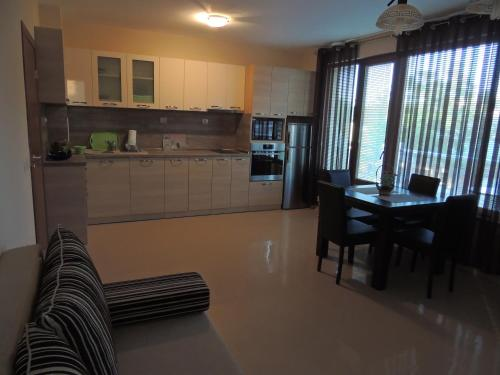 A kitchen or kitchenette at Sunny Apartment