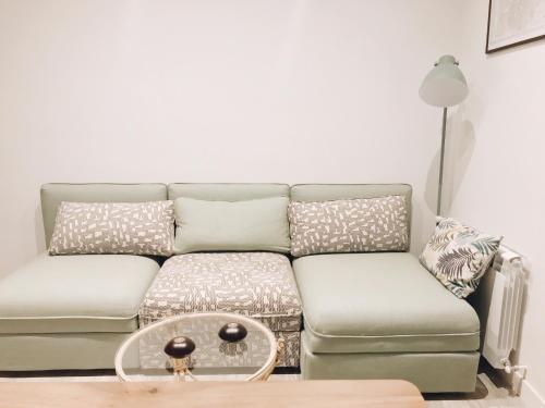 A seating area at Apartamento recién reformado en avenida Reina Victoria