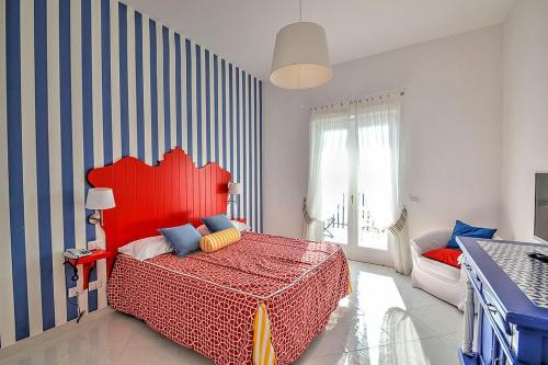 Letto o letti in una camera di Positano Villa Sleeps 4 Air Con WiFi