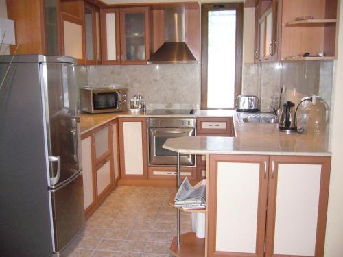 Кухня или кухненски бокс в Balchik English House