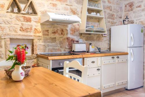 A kitchen or kitchenette at Porta del mar Beach Resort