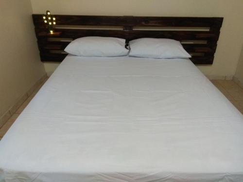 A bed or beds in a room at Cabanas MERALE Excelente Ubicacion