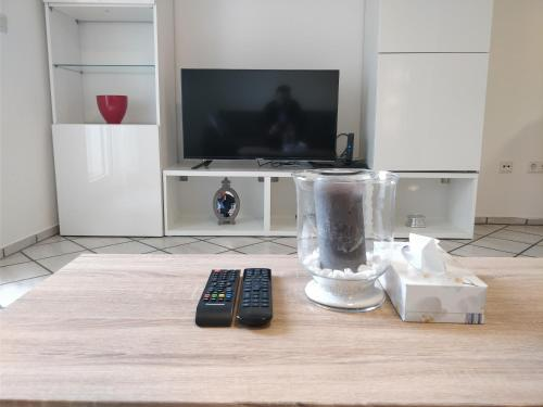 A television and/or entertainment centre at AVI Deluxe Altstadt Apart