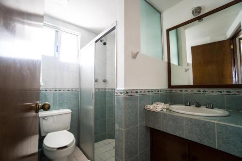Un baño de Hotel Suites Regina
