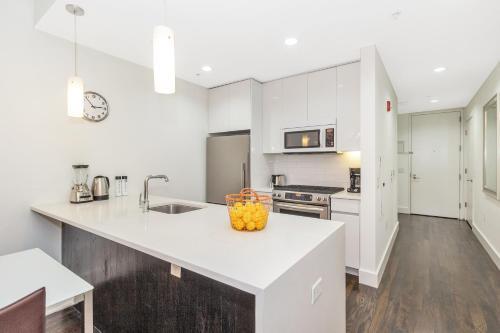 A cozinha ou kitchenette de Dharma Home Suites JC at Grove Station
