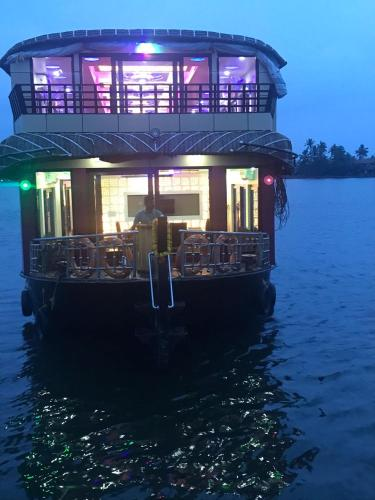 Hotel Rosey Houseboats (India Alappuzha) - Booking.com