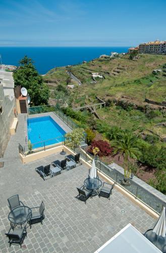 Uitzicht op het zwembad bij Hotel Rural Bentor of in de buurt