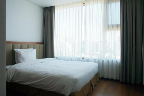 A bed or beds in a room at Vabien Suite 1 Serviced Residence