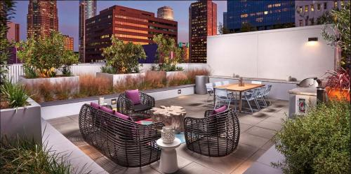 A restaurant or other place to eat at Movie Stars Premium | 1 Bedroom Downtown