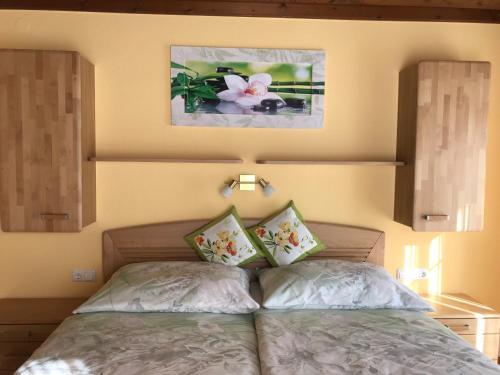 Ein Bett oder Betten in einem Zimmer der Unterkunft Haus Scharl