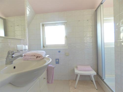 A bathroom at Haus Thon