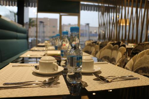 A restaurant or other place to eat at كيتزال- Quetzal