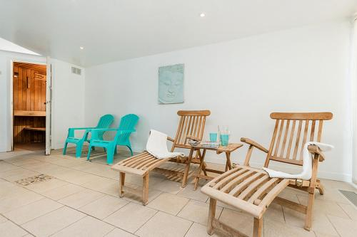 A seating area at Berehayes Holiday Cottages