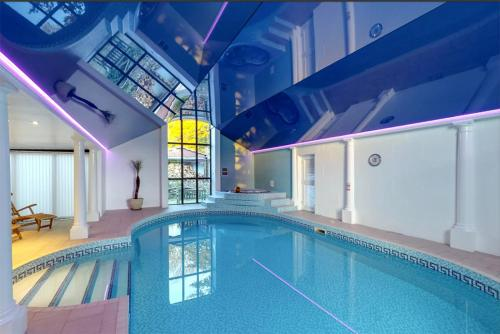 The swimming pool at or close to Berehayes Holiday Cottages