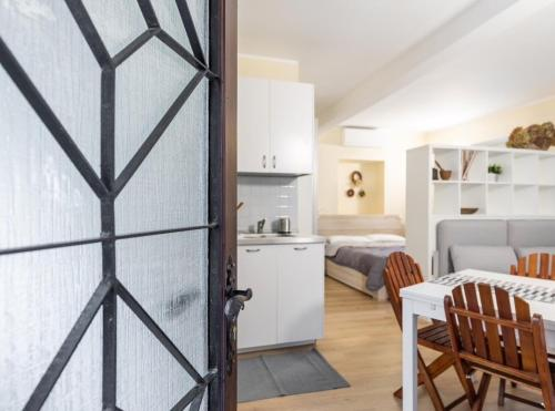 A kitchen or kitchenette at Quiet and charming apartment in the centre