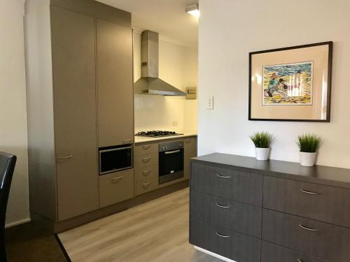 A kitchen or kitchenette at Adelaide DressCircle Apartments - Archer Street