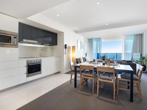 A kitchen or kitchenette at 2 Bedroom Ocean View 27 Floors above H-Residences