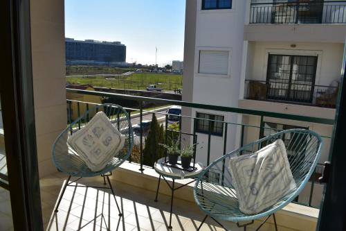 A balcony or terrace at Beach House - Carcavelos
