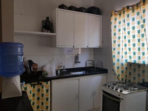 A kitchen or kitchenette at O CASARÃO