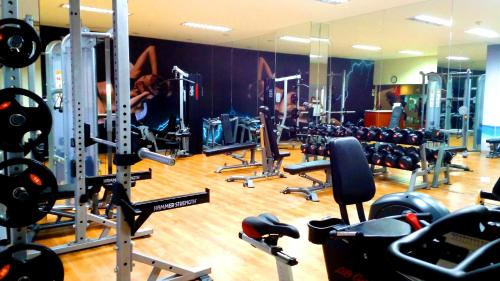 The fitness center and/or fitness facilities at South of Market Private Residences