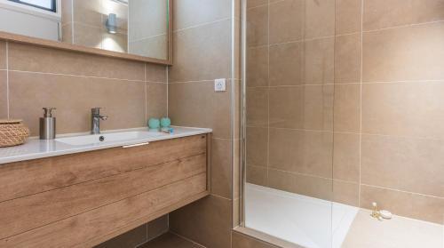 A bathroom at Résidence Bastille Liberté