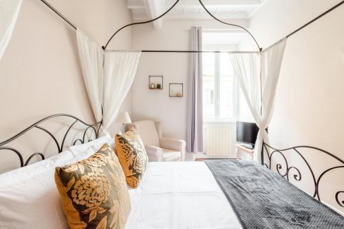 Un ou plusieurs lits dans un hébergement de l'établissement SuityRHome RioneMonti56