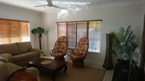 A seating area at Palm Lakeside Holiday Home - Bowen, Whitsundays, Queensland