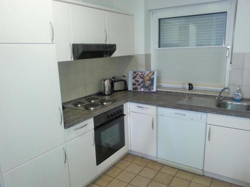 A kitchen or kitchenette at Haus am Schilf