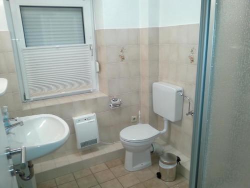 A bathroom at Haus am Schilf