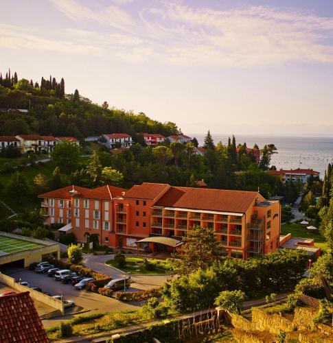 A bird's-eye view of Bioenergy Resort Salinera Hotel