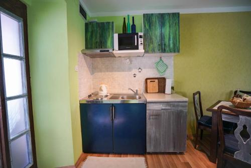 A kitchen or kitchenette at Apartment Krianca