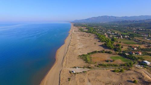 Widok z lotu ptaka na obiekt VILLA THOLO Beach