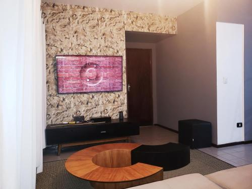 A television and/or entertainment centre at Requinte Apartamento Ponta Verde