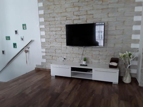 TV in/ali zabaviščno središče v nastanitvi eLita - Family Apartment