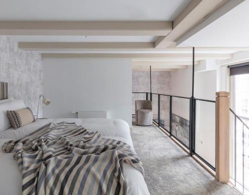 Una cama o camas en una habitación de Wittenberg