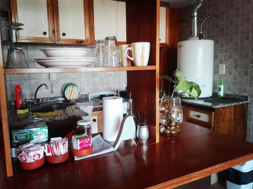 A kitchen or kitchenette at CONFORTABLE DEPARTAMENTO PARA 2 PERS.