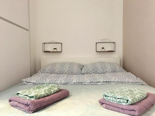 A bed or beds in a room at Modern apartment V.B.K. Osijek